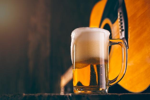 Verre de bière de musique Photo Premium
