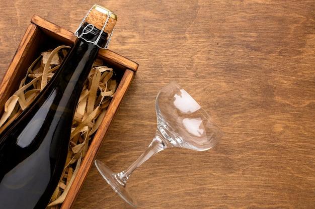 Verre Et Bouteille De Champagne Vue De Dessus Photo gratuit