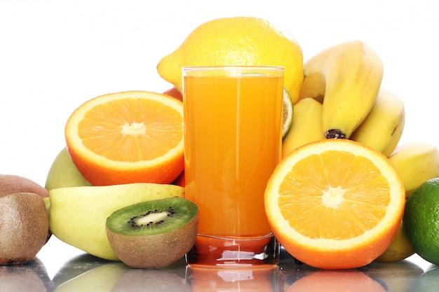 Verre De Jus De Fruits Frais Photo gratuit