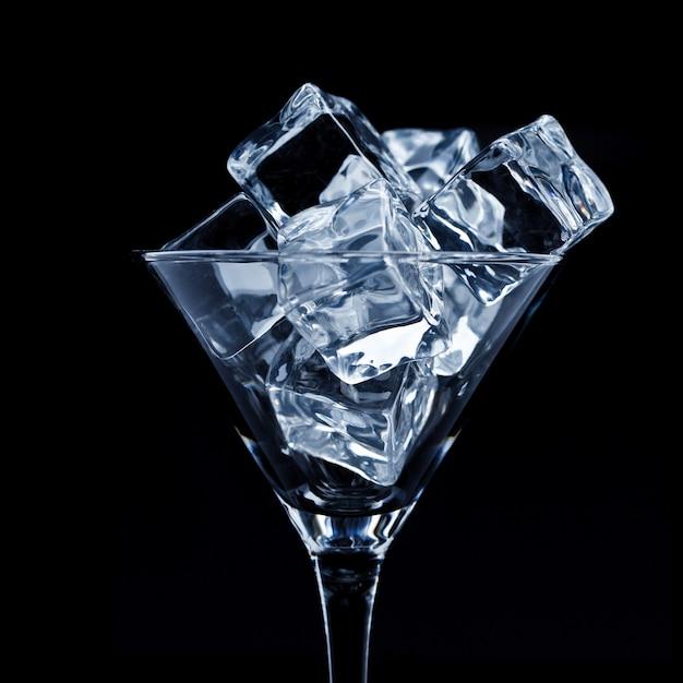 Verre à martini avec glace Photo Premium