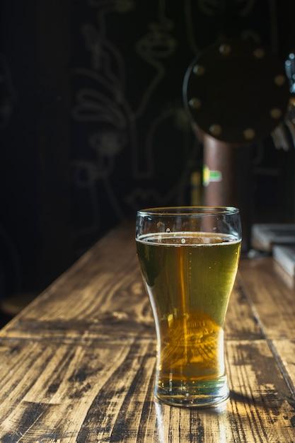 Verre Rafraîchissant à Bière Avec Copie Photo gratuit