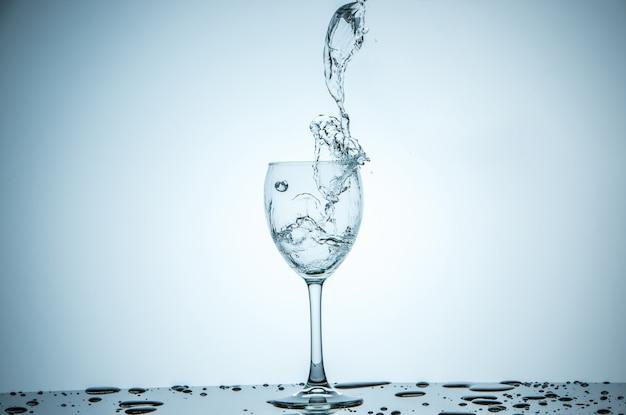 Verre Rempli D'eau Photo gratuit