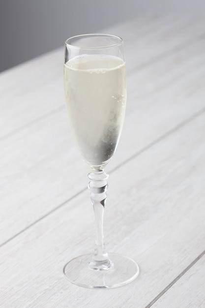Verre à vin blanc pétillant Photo Premium