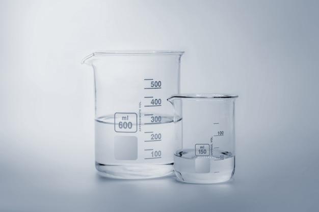 Verrerie scientifique et médicale et tube à essai Photo Premium