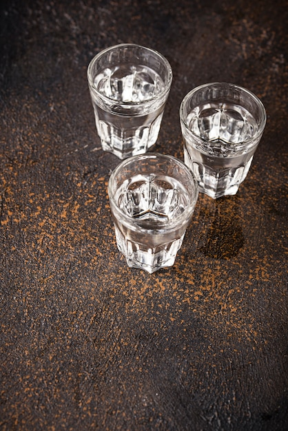 Verres de boisson russe vodka Photo Premium