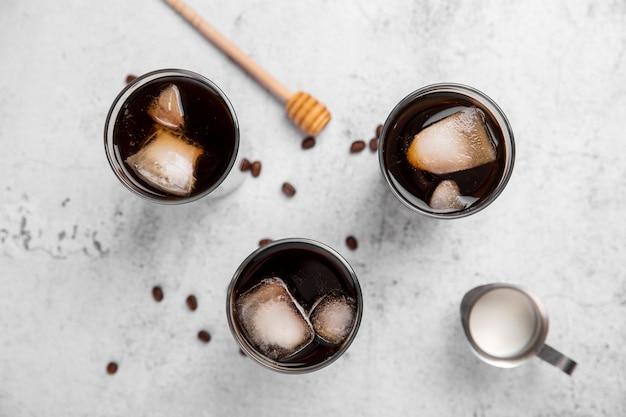Verres à Café Glacés Plats Photo Premium