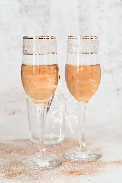 Verres à Champagne Mousseux Photo gratuit