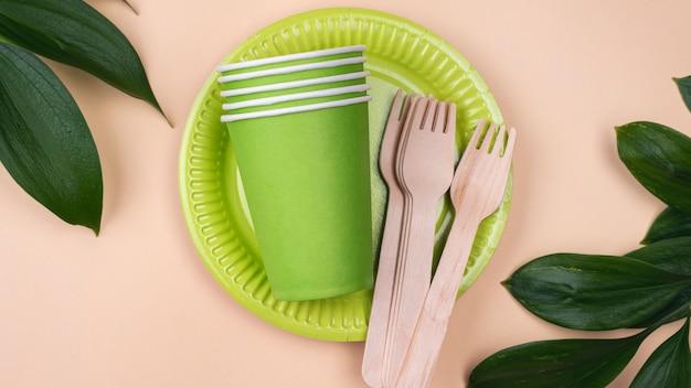 Verres De Vaisselle Jetables écologiques Photo gratuit