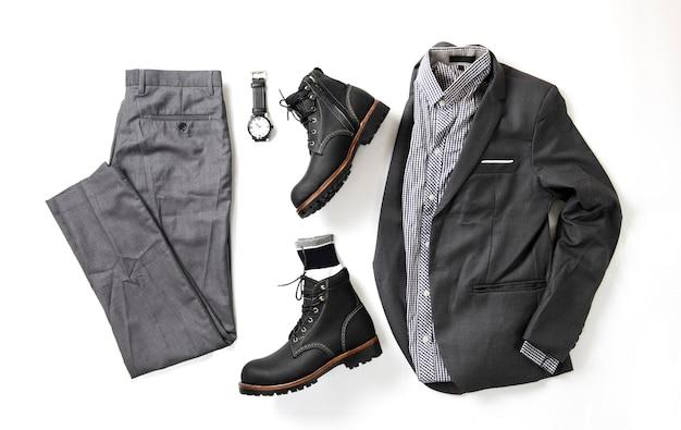Vêtements de mode pour hommes sur blanc, vue de dessus Photo Premium