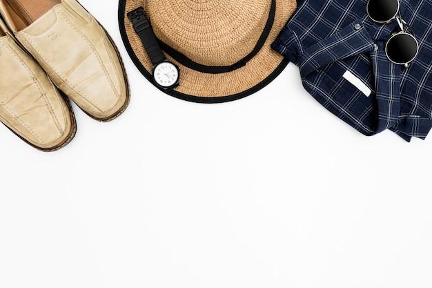 Vêtements pour hommes avec des chaussures marron Photo Premium