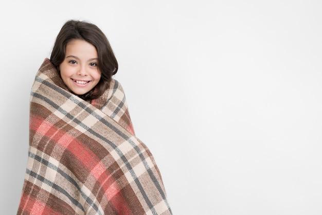Vêtements de saison d'hiver avec petite fille Photo gratuit