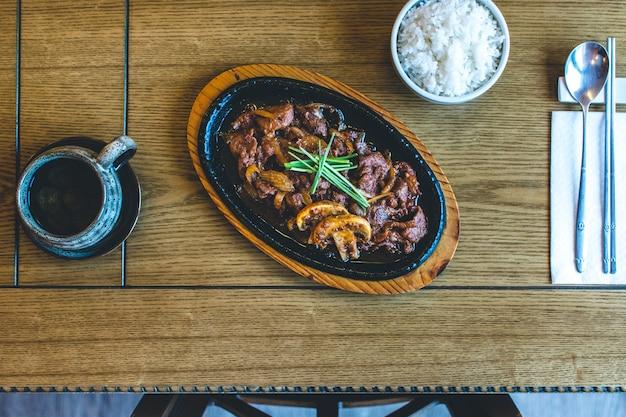 Viande de boeuf barbecue traditionnelle coréenne bulgogi Photo gratuit