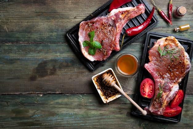 Viande crue, steak de boeuf Photo Premium