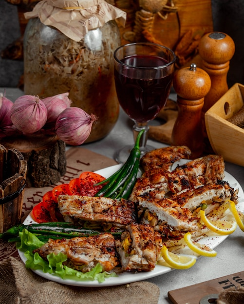 Viande grillée au poivron vert Photo gratuit