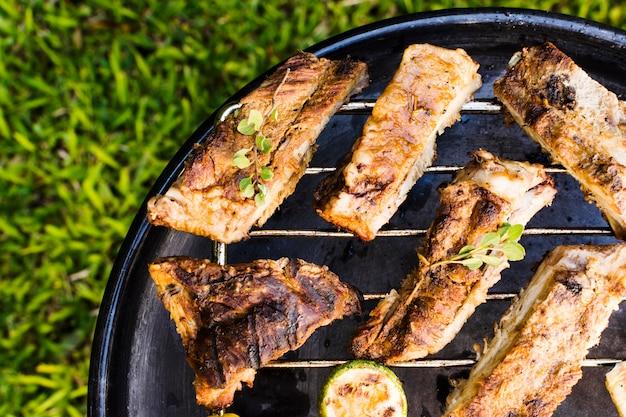 Viande et légumes grillés Photo gratuit