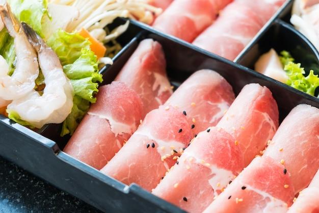 Viande de porc crue Photo gratuit