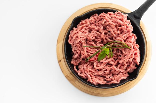 Viande rouge de bœuf hachée Photo Premium