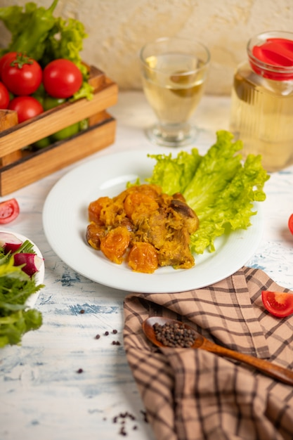 Viande sautée, turshu qovurma aux légumes. Photo gratuit