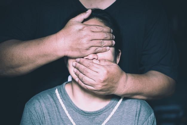 Victime De Violence Domestique, Concept De Traite D'êtres Humains, Fin De La Violence à L'égard Des Femmes. Photo Premium