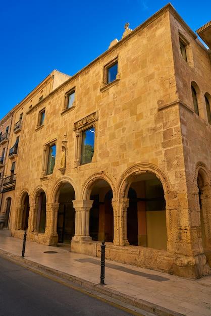 Vieille façade de l'hôpital santa tecla tarragone Photo Premium