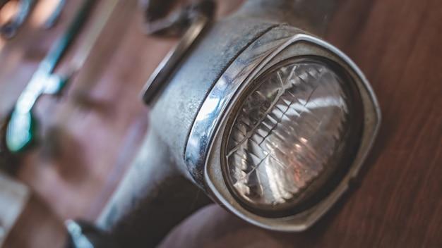 Vieille lampe de moto Photo Premium