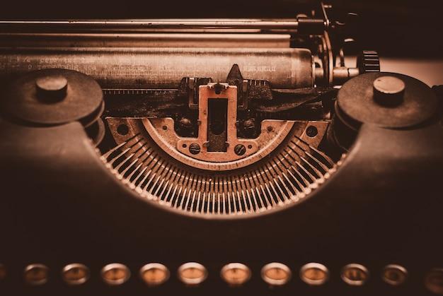 Vieille machine à écrire. nature morte rétro Photo Premium