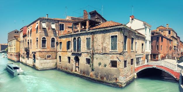 Vieille Maison Et Un Pont Dans Le Centre De Venise En Italie Photo Premium