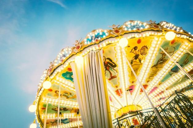 Vieille tour joyeux cheval de paris Photo gratuit