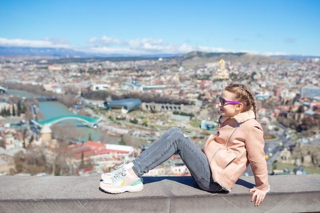 Vieille ville, nouveau parc summer rike, rivière kura, place de l'europe et pont de la paix Photo Premium