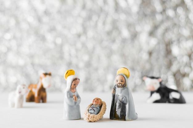 Vierge marie avec bébé jésus et saint joseph sur fond flou Photo gratuit