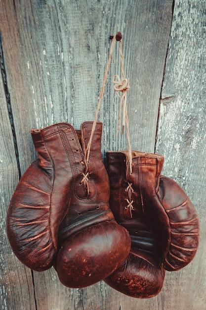 Vieux gants de boxe Photo Premium