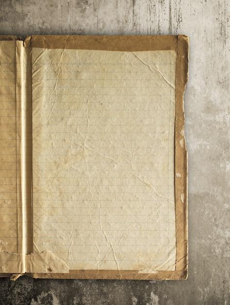 Vieux livre ouvert, bloc-notes avec un tracé de détourage facile pour dicut. Photo Premium