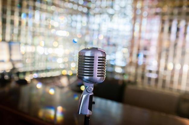 Vieux Microphone Rétro Photo Premium