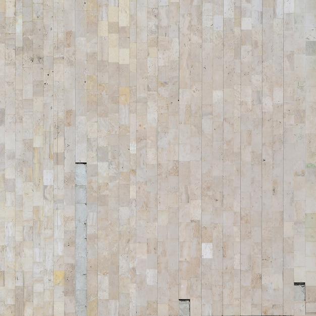 Vieux Mur De Marbre Beige Fait D'une Variété De Grandes Tuiles Photo Premium