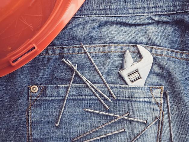 Vieux outils et blue jeans Photo Premium