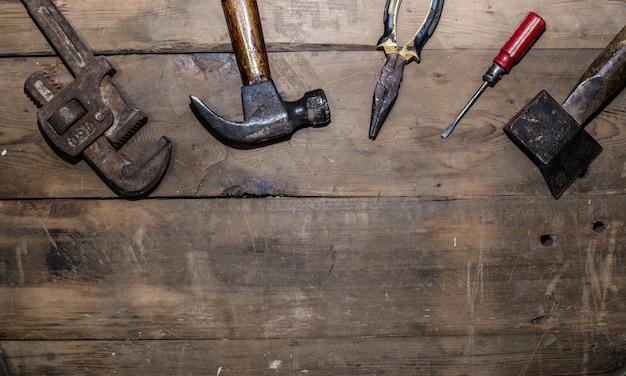 Vieux outils vue de dessus Photo gratuit