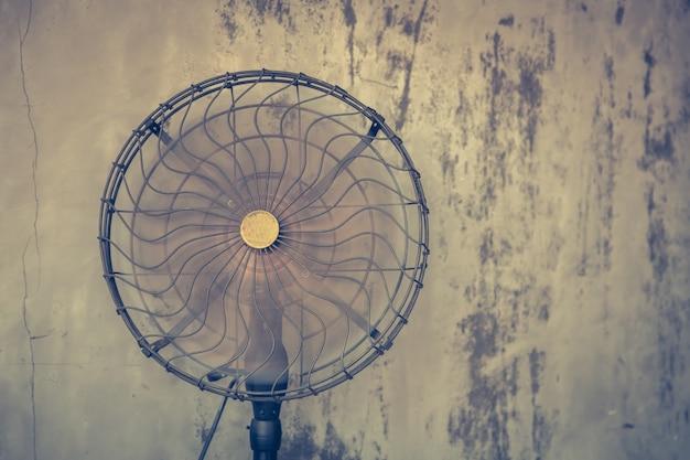 Vieux ventilateur en fonctionnement Photo gratuit