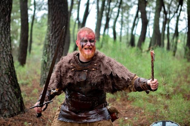 Viking terrifiant préparé pour le combat Photo Premium