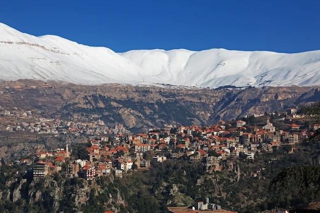 Le Village Dans La Vallée De Kadisha, Au Liban Photo Premium