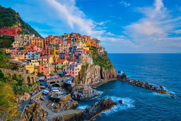 Village De Manarola Au Coucher Du Soleil, Cinque Terre, Ligurie, Italie Photo Premium