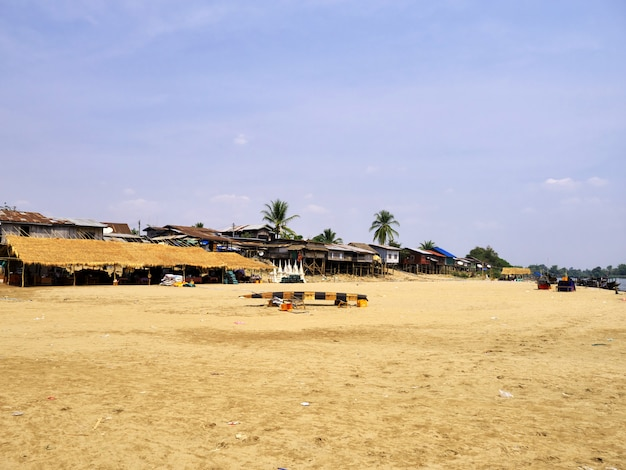 Le Village Sur Le Mékong, Champassak, Laos Photo Premium