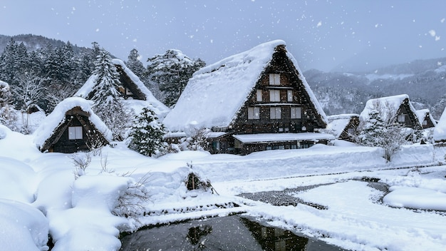 Village De Shirakawago En Hiver, Au Japon. Photo gratuit