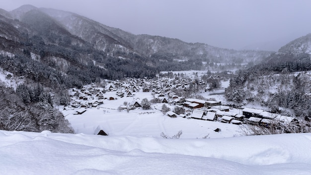 Village De Shirakawago En Hiver, Au Japon. Photo gratuit