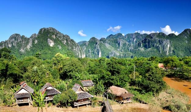 Le Village De Vangvieng Au Laos. Photo Premium