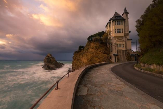 Ville De Biarritz Avec Sa Magnifique Côte, Au Pays Basque Nord. Photo Premium