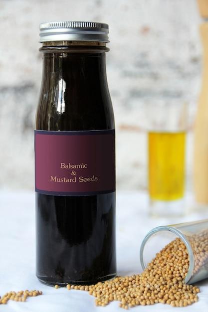 Vinaigrette aux graines de balsamique et de moutarde Photo Premium