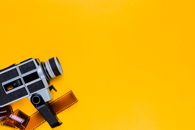 Vintage caméra vidéo avec celluloïd Photo gratuit