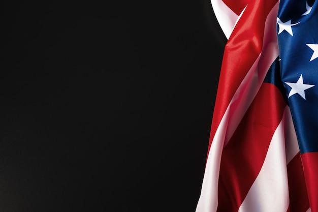Vintage drapeau américain sur un tableau noir avec un espace pour le texte Photo Premium