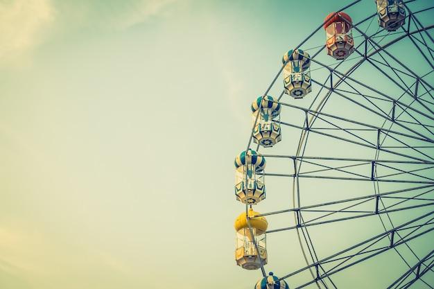 Vintage grande roue dans le parc Photo gratuit
