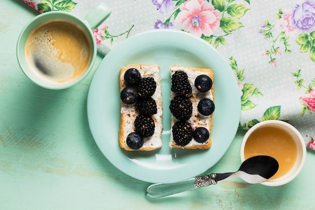 Vintage Petit-déjeuner Aux Baies Photo gratuit